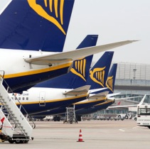 Ryanair profit up 10%; expects higher fuel, staff costs to weigh in FY19